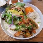 ジレカフェ - ワンプレートで季節の野菜がいただけます