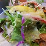 ジレカフェ - ドレッシングも美味しいサラダ