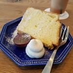 ジレカフェ - デザートはシフォンケーキ