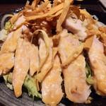 肉汁餃子のダンダダン - 蒸し鶏のサラダ680円