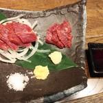 肉汁餃子のダンダダン - 馬刺からトロ790円全景