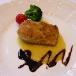 サバティーニ・ディ・フィレンツェ - 目鯛の香草パン焼き ポロネギのピューレと濃縮バルサミコのソース