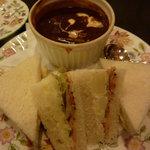ロンドンティールーム - ビーフシチューとサンドイッチ