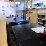 手打そば みかみ - 店内:テーブル席(14席)