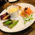 てんまのいえ - 有機野菜タパス五種盛り  真ん中は豆腐とかぼちゃのグラタンやったと思うんだけどアッサリして美味♡