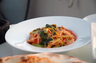 アマルフィイ デラセーラ - 大山鶏と地野菜のトマトソース リングイネ ジェノベーゼと共に