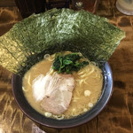 麺処謹ちゃん - 真面目なクラシックスタイルの家系ラーメン、海苔10枚はやはり圧巻ですね