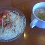 かりん亭 - オムライスランチにセットのサラダ・スープ