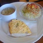 かりん亭 - パスタランチにセットのサラダ・スープ・タルタルトースト
