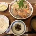 みよしの食堂 - みよしの定食(650円:税込)・・から揚げ3個、小鉢、サラダ、ご飯、お味噌汁、香の物などのセット。