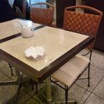 ポアール・ド・ジュネス - ☆テーブル席の雰囲気はこんな感じです(#^.^#)☆