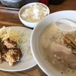 らーめん いち庵 - 料理写真:唐揚げ定食♪ 950円 (ハーフ唐揚げ+ライス+鶏白湯らーめん)