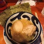 焼鳥どん - 煮込み玉子(食べかけ)
