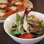 ピッツェリア サナーレ - ランチのサラダ