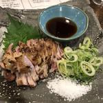 炭と日本酒 仁 - 鶏もも肉のたたき