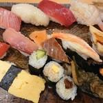 Azumazushishinten - 握り寿司14貫。