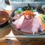 95946543 - 海鮮丼大盛り