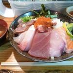 95946553 - 海鮮丼大盛り