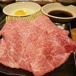 炭火焼肉 まるじゅう - すき焼き990円◎タレ&卵くぐらせ