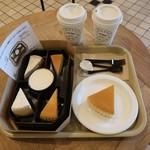 95947721 - 御用邸チーズケーキとチーズケーキアソートとコーヒー