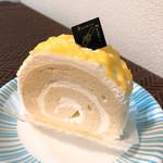 クルル - 広島れもんロール(295円+税)