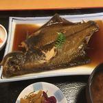 吉喜 - ふっくらして煮付けられたマコガレイです。