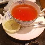玉澤総本店 - セットの紅茶 水色はキレイ カップはもっとキレイ