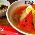 ぴょんぴょん舎 - 冷麺ミニピビンパセット(中辛)