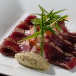美山産、鴨胸肉のタタキ、グリーンペッパー風味