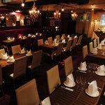 Bar CREAM - クラシカルで静けさのある店内が格調高い雰囲気を演出します。