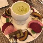 il desiderio ORTAGGIO - バーニャカウダ   野菜のペーストのグリーンが綺麗です♪