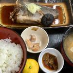 カキ小屋 - 本日の煮魚定食 黒ソイの煮付け