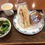 コーンブルメ - B  モーニング  680円  (フリードリンク付)