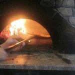 檪の丘 - ここのピザは店内の石窯ですばやく焼き上げられてるので外はカリカリ中はモチモチに美味しく仕上がってますよ。