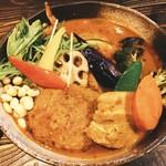 95986576 - 侍まつり 4種(チキン1/2、ハンバーグ、豚角煮、ザンギは別盛り)                       レギュラースープ、辛さ4