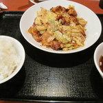 ドラゴン食堂 - 回鍋肉定食は、これに焼き小籠包付き。