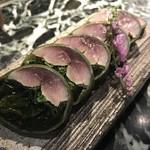 95990159 - 同店の名物、昆布さば。軽く酢で締めた上質な鯖と、たっぷりの昆布のバランスが素晴らしいです。