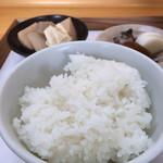 竈 - 竃炊きのぴかぴか白ご飯です