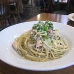 代々木parabola - サーモンと白菜の黒ごまペペロンチーノ