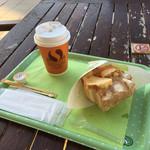 世界で2番めにおいしい焼きたてメロンパンアイス - 料理写真: