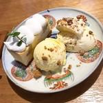 喫茶エントワ - 料理写真:チーズケーキ2種盛り