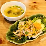 タイレストラン Thian - まずはスープとサラダが運ばれてきました♪
