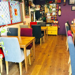 タイレストラン Thian - お店入って左側のテーブル席