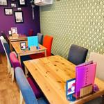 タイレストラン Thian - お店入って右側のテーブル席