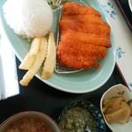 もろみや - ポーヨミラネーサ(チキンカツ)800円