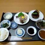 9600497 - \1,000 の昼定食