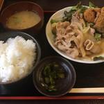 山ちゃん亭 - 料理写真:しょうが焼きとサンマフライの定食 ¥850
