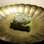 TTOAHISU - ビスタチオのチーズケーキ、国産ライム添え
