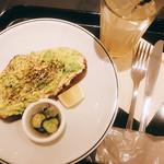ガーデンハウス カフェ - アボカド&フムスのトースト