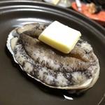 旅館 橋本屋 - 料理写真:まだウニウニと元気よく動くアワビさん
